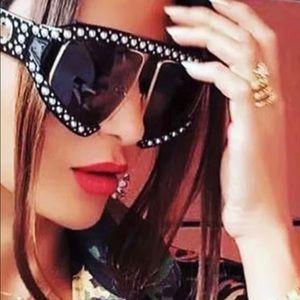 Accessories - Oversized luxury sunglasses NWT
